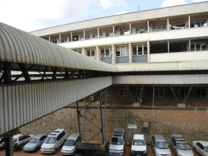 There is a pretty long expanse of covered walkways leading to the Upper Mulago Campus- this is really helpful in the heavy rainy season, as well as to protect from sunlight